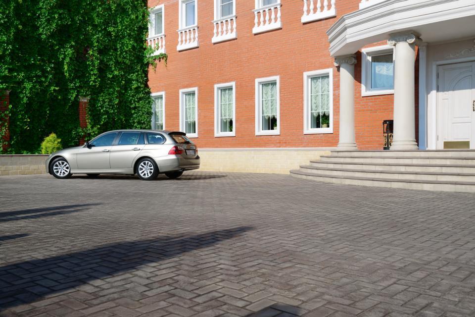 """Бизнес-отель """"Империал"""": Парковка"""